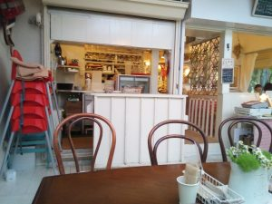 井の頭公園内のドッグカフェ カフェ・ドゥ・リエーブル